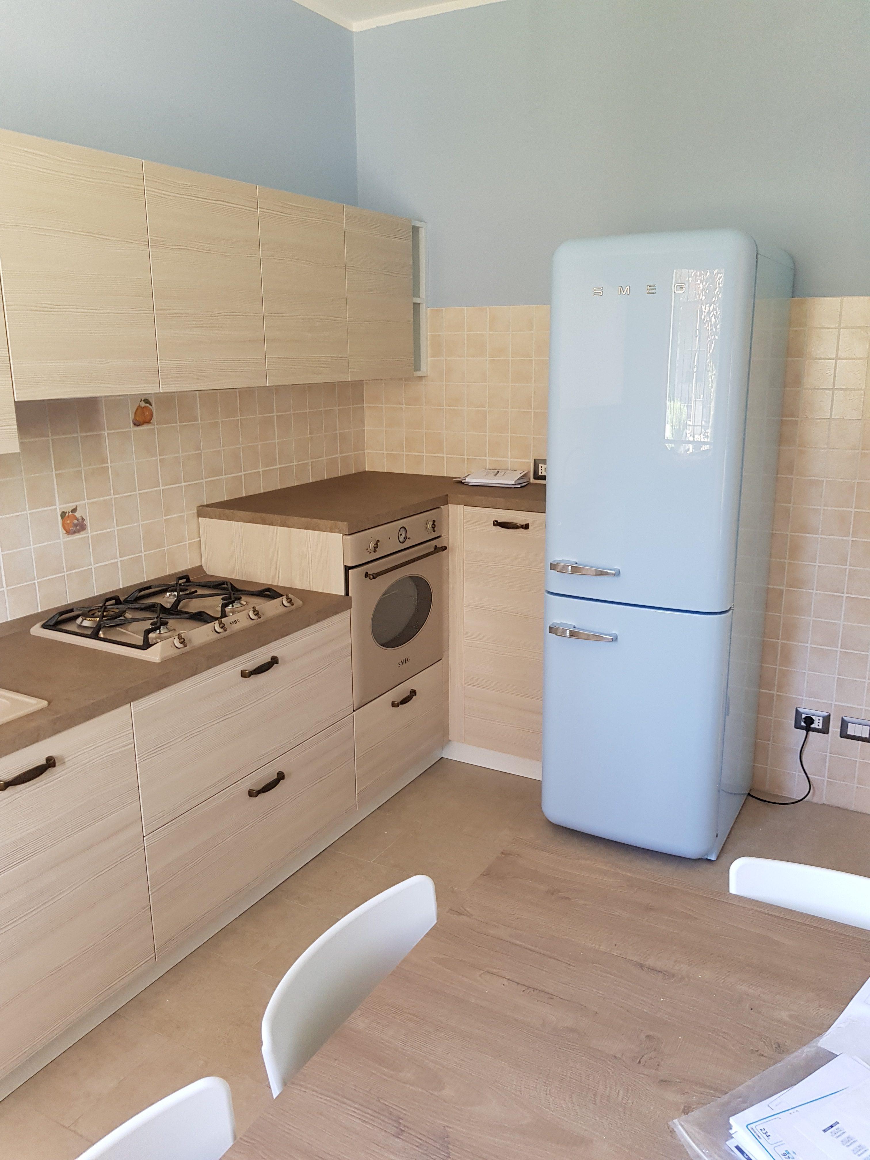 Cucina su misura con un tocco di colore - Artenova cucine in ...
