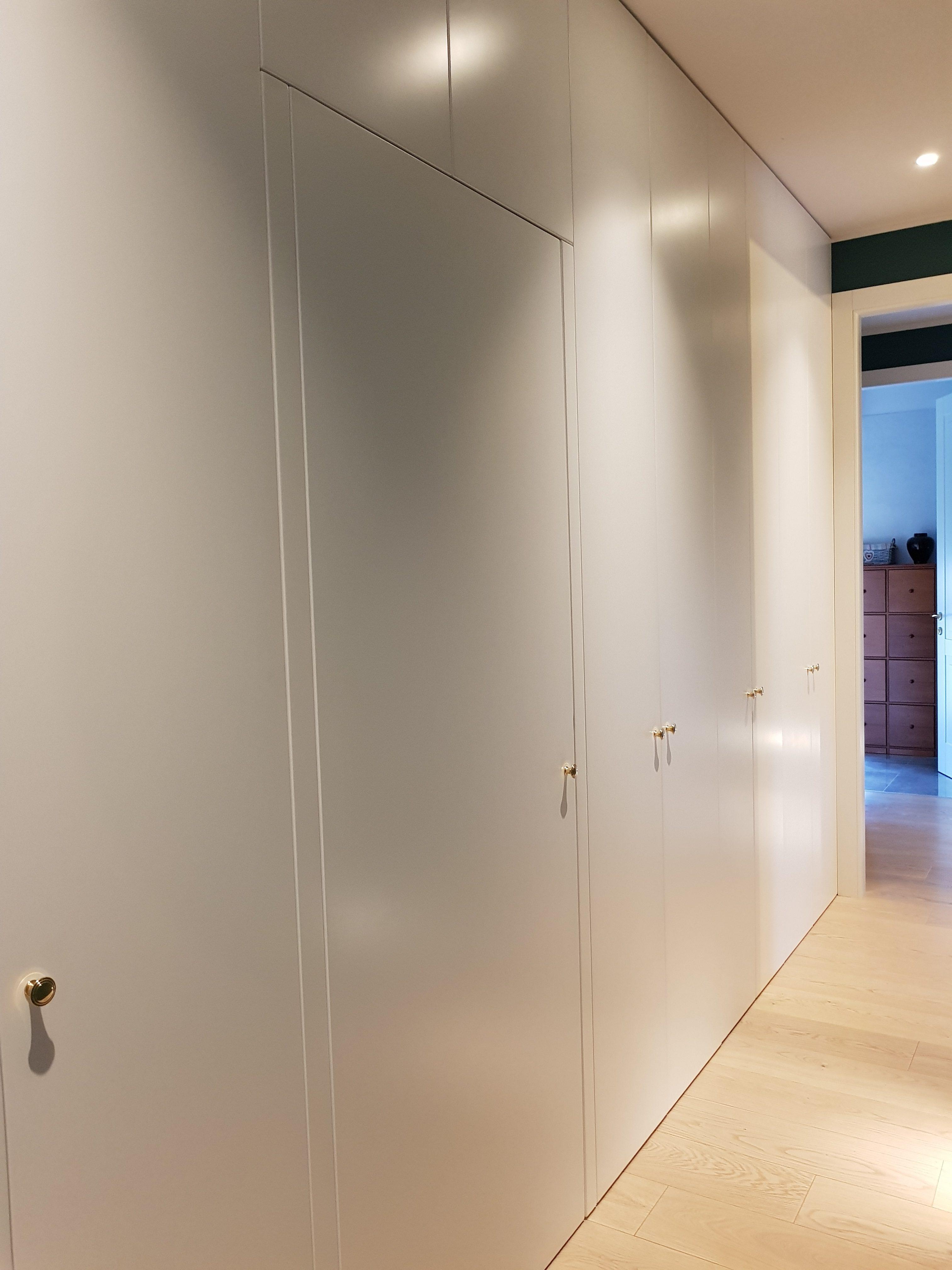 Armadio a muro su misura - Artenova cucine in legno